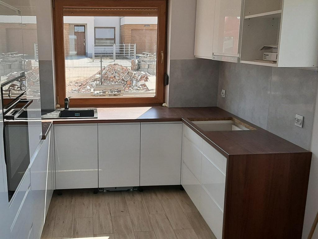 betonowe płytki w kuchni