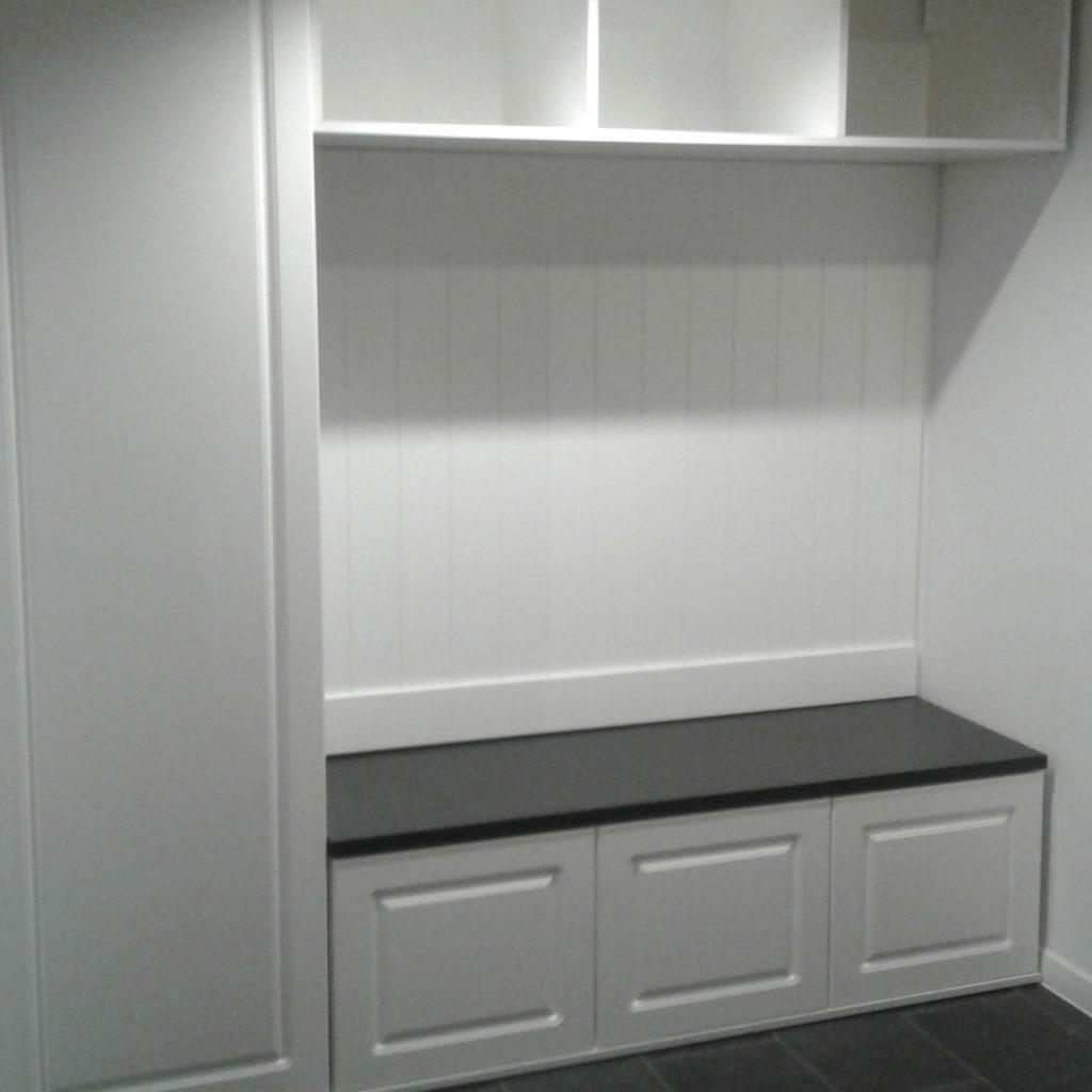biała garderoba do przedpokoju