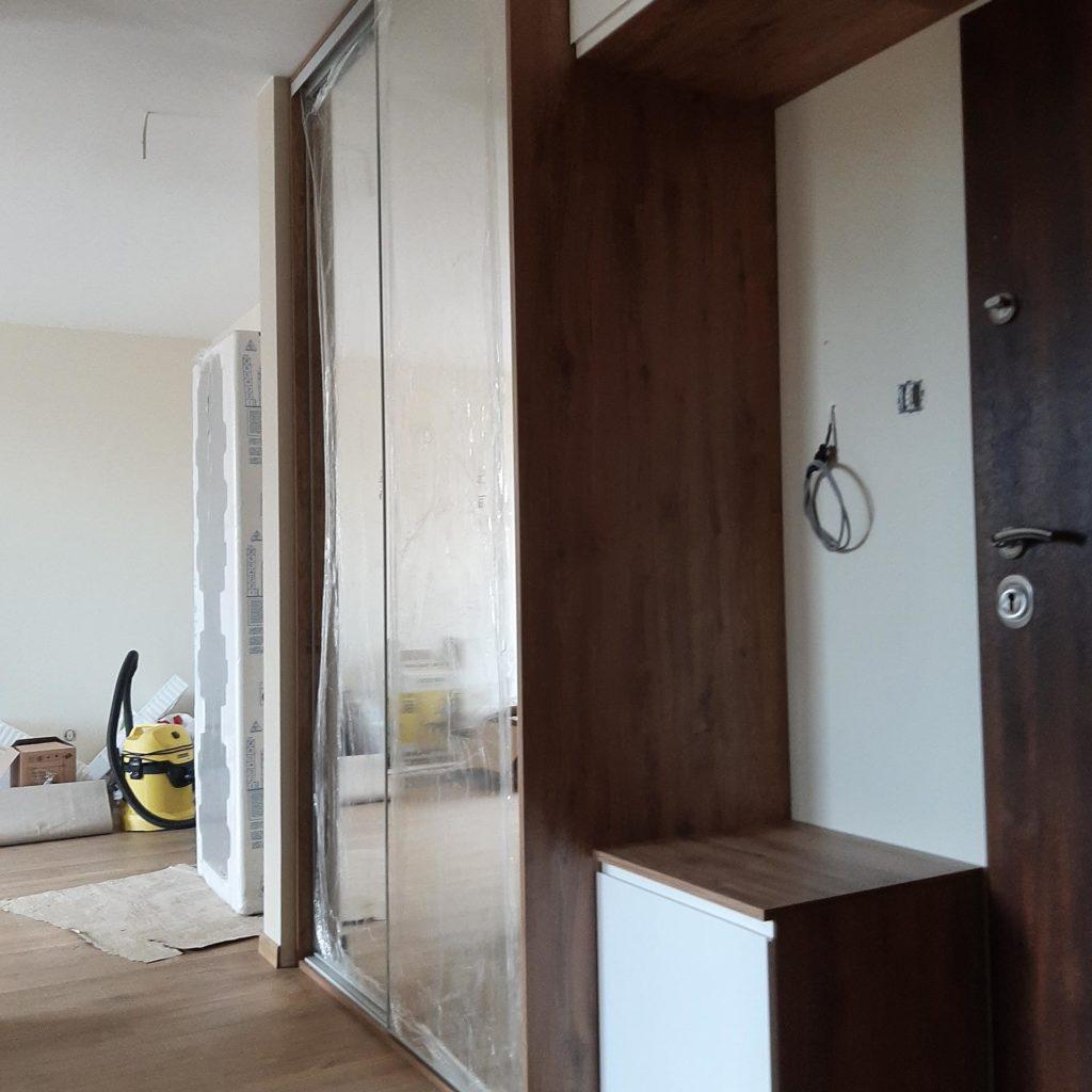 szafa z lustrami na korytarz
